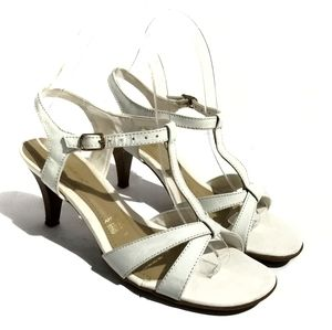 Andrea White & Ivory Leather Sandals Size 7